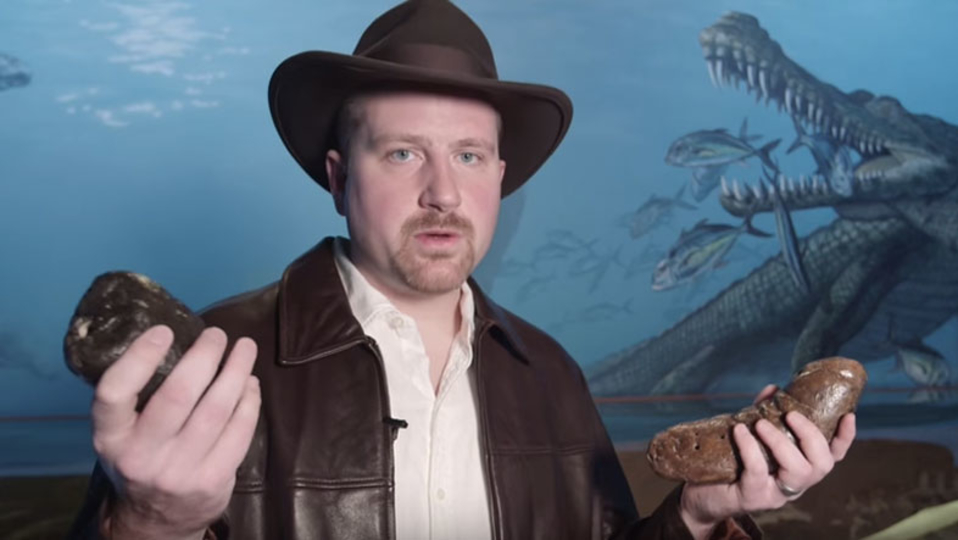 ギネス記録。1,277個のうんち化石をコレクションする男
