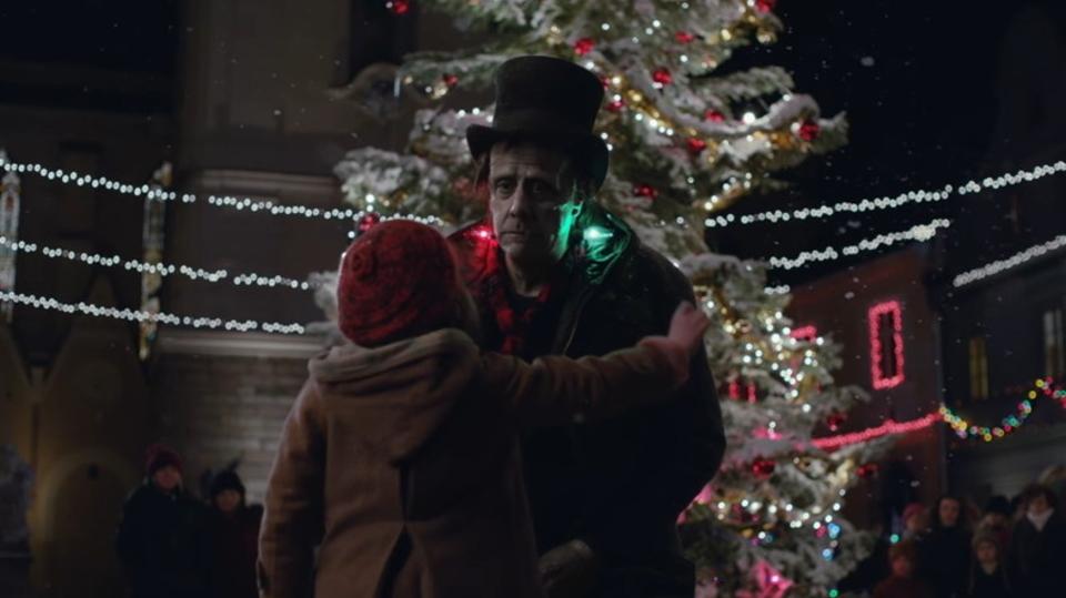 AppleのクリスマスCMにフランケンシュタインの怪物が登場