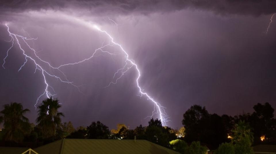 オーストラリアで雷雨の直後、多数の人が喘息発作で呼吸困難に!