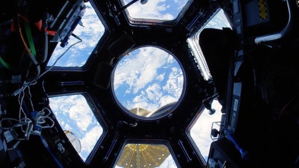 宇宙ステーション内部を4K魚眼カメラで探検しよう