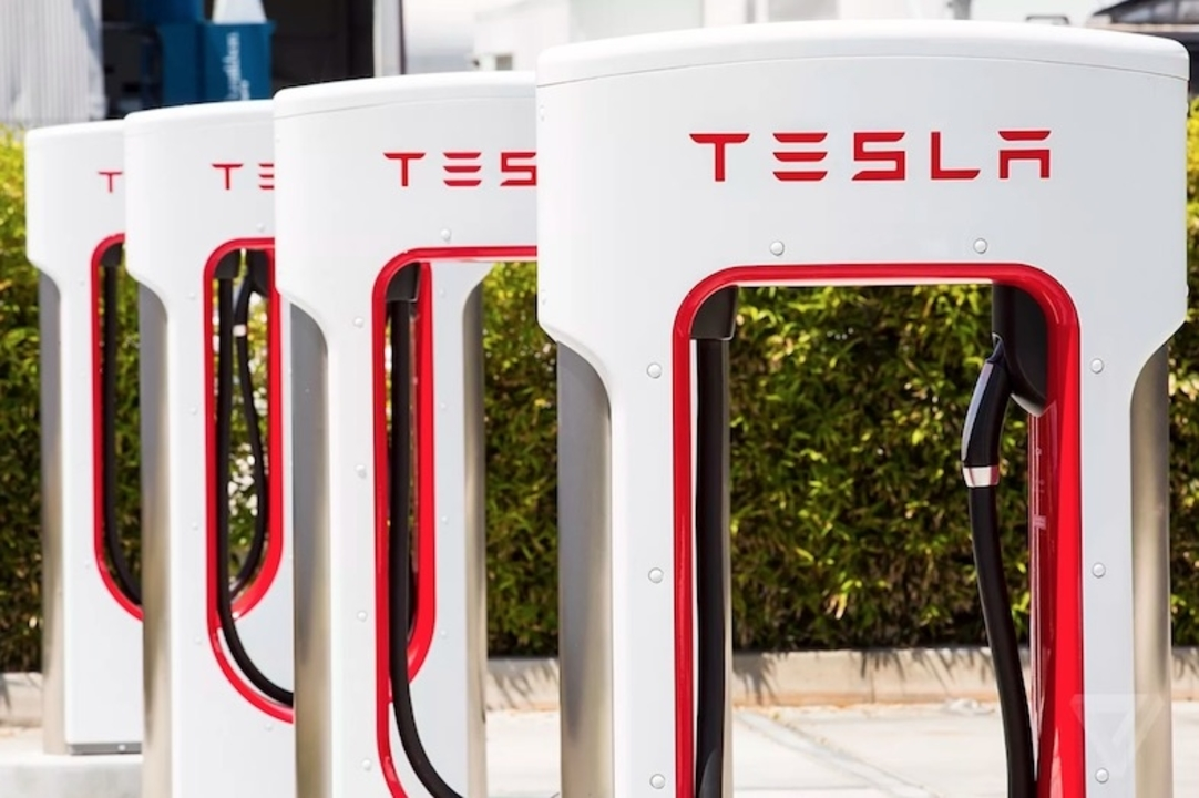 Tesla車、2017年1月以降の注文分から急速充電が有料に