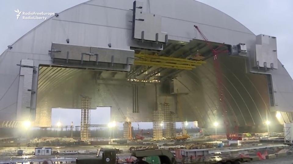 チェルノブイリ原発を覆う巨大な「新シェルター」が完成