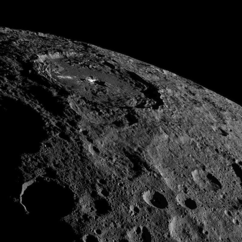 NASA、準惑星ケレスのクレーターの鮮明な写真の撮影に成功2