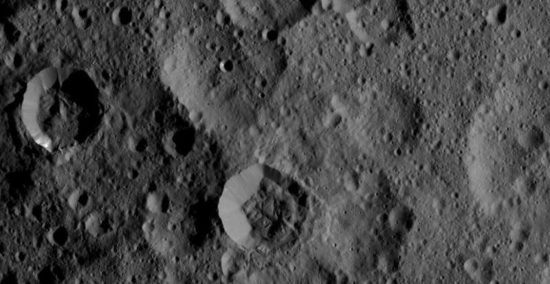 NASA、準惑星ケレスのクレーターの鮮明な写真の撮影に成功5