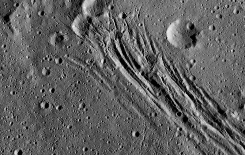 NASA、準惑星ケレスのクレーターの鮮明な写真の撮影に成功6