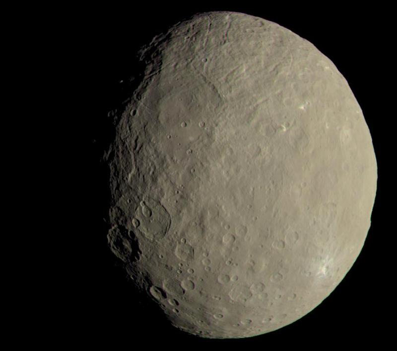 NASA、準惑星ケレスのクレーターの鮮明な写真の撮影に成功8