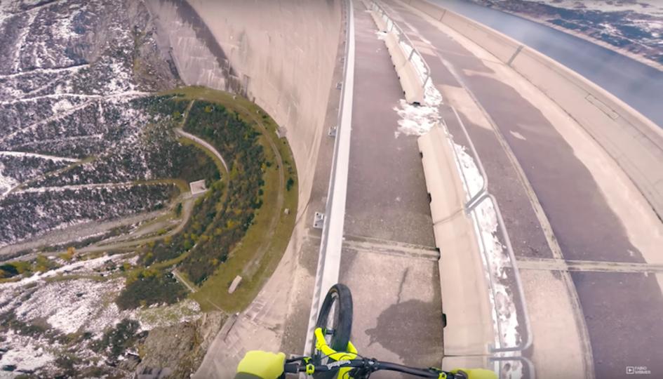 一寸先は崖。高さ200mのダムの上で自転車をこぐスリリングすぎる挑戦