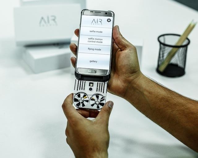 セルカ棒なんて古い…iPhoneからサッと飛び立つドローンで空中セルフィー!2
