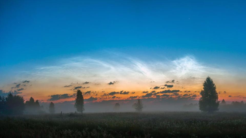 南極の空に青く輝く「夜光雲」今年は観測史上もっとも早かった