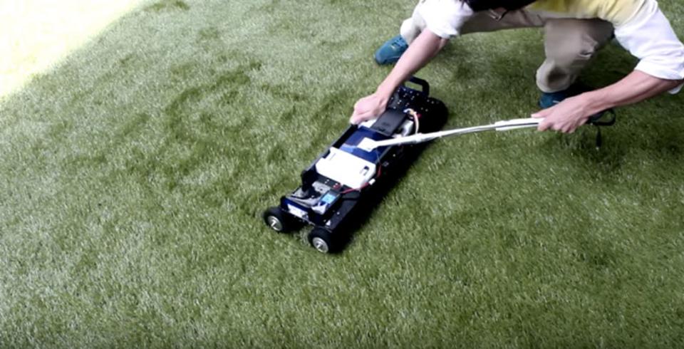 科学的なミステリーサークル? 芝に好きな絵を描けるマシン