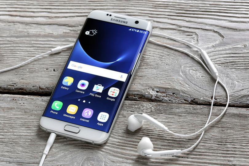 あれ、iPhone 7? SamsungのGalaxy S8ではイヤホンジャックが廃止され、さらにホームボタンなしのデザインになるかも