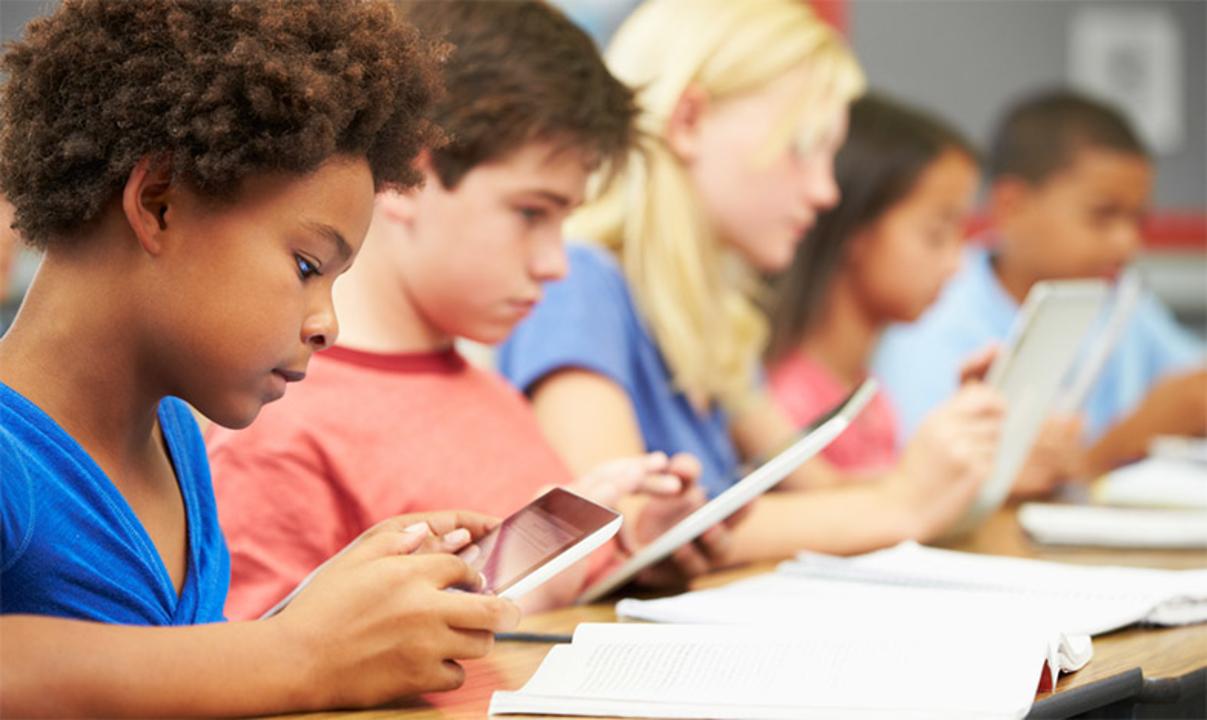 テクノロジー・バランスを保つ。学校でのタブレット使用は悪影響だから自粛すべきと英国政府が懸念