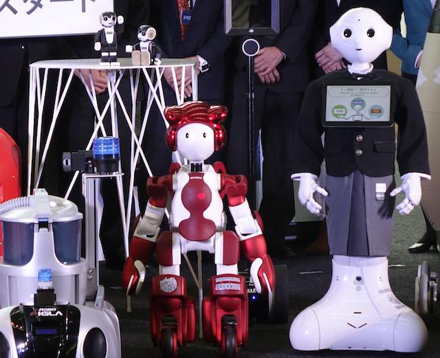 羽田空港ロボット実験プロジェクト 2016 Pepper EMIEW3