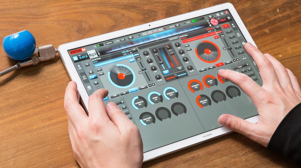 タッチ操作だからできた。2in1+DJソフトで極小DJシステムが完成