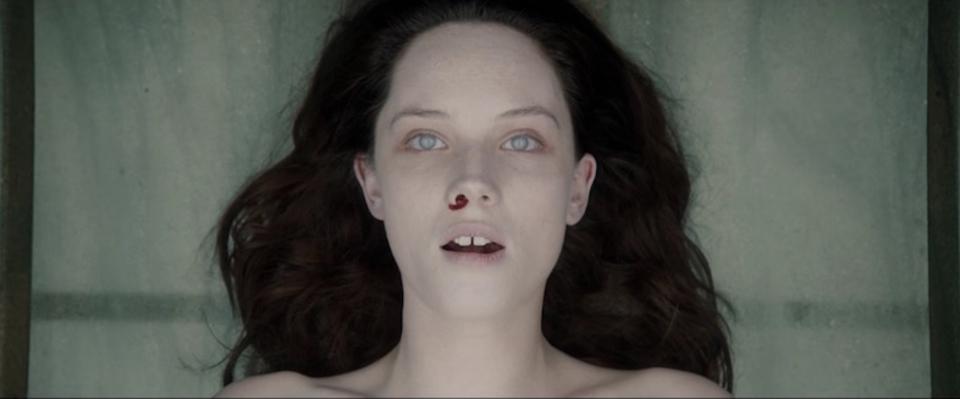 美女の死体の謎に戦慄する映画「ジ・オートプシー・オブ・ジェーン・ドウ」第2弾予告編