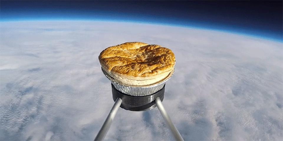 パイがまだ見たことない場所へ。成層圏にミートパイを打ち上げろ!