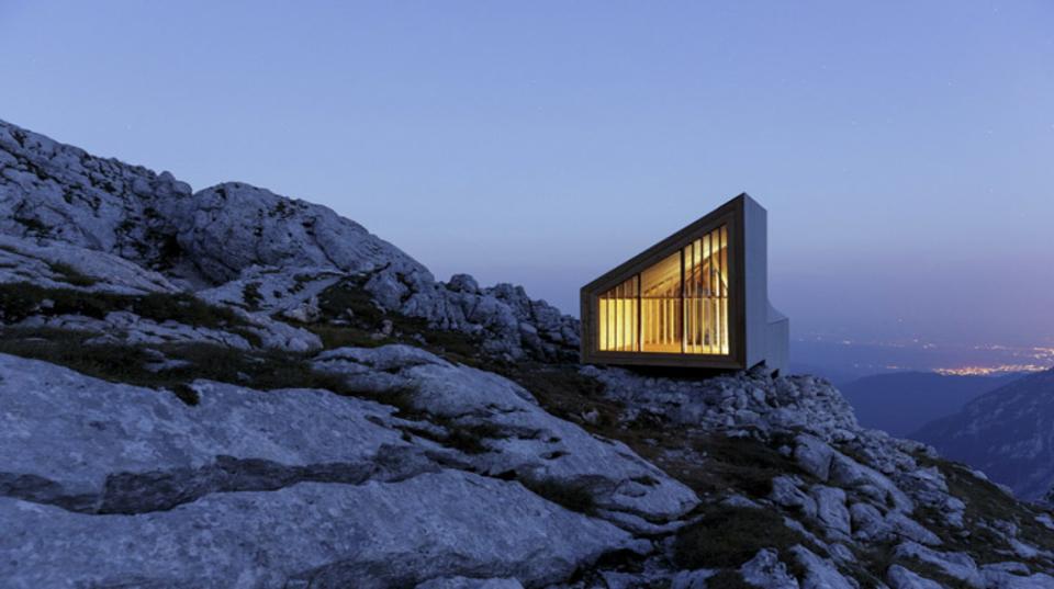 アルプスにたたずむ、美しくミニマルな山小屋『Alpine Shelter Skuta』