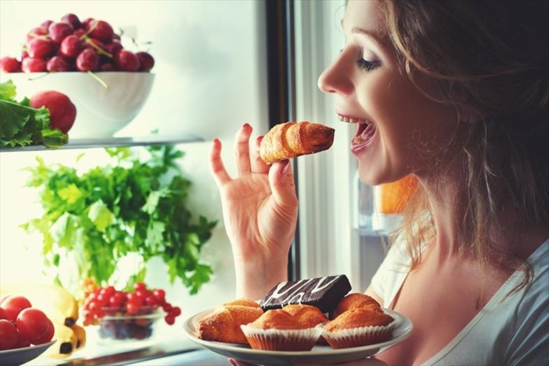 ダイエットは良い眠りから。睡眠不足だと甘いものが食べたくなる理由