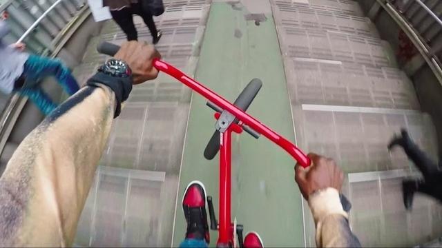 BMXライダーが見せる、自転車で駆け巡る東京