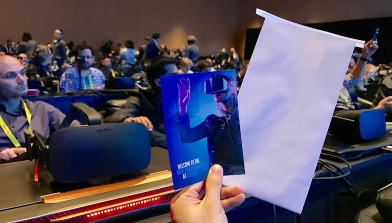IntelのCESキーノートはVRで。参加者にはエチケット袋が配られる