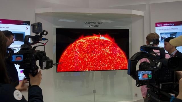 LGの壁紙有機ELテレビ、薄すぎて向こうが透けちゃう