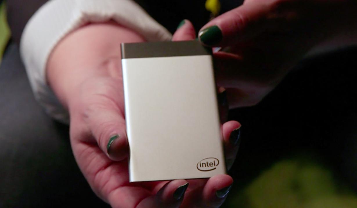 古くなったガジェットをカードひとつでアップグレード。Intel「Compute Card」は新しいコンピューターの形