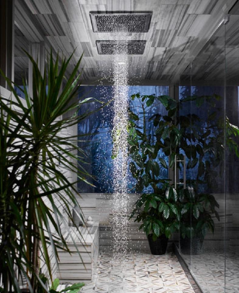 雨の中ではしゃぎたい、けど汚れたくない。そんなアナタに雨を再現するシャワーヘッド「Real Rain」2