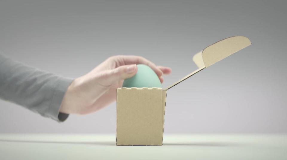 オーバーサイズの段ボールなんてもう時代遅れ? ぴったりサイズの箱を自動で作るマシン
