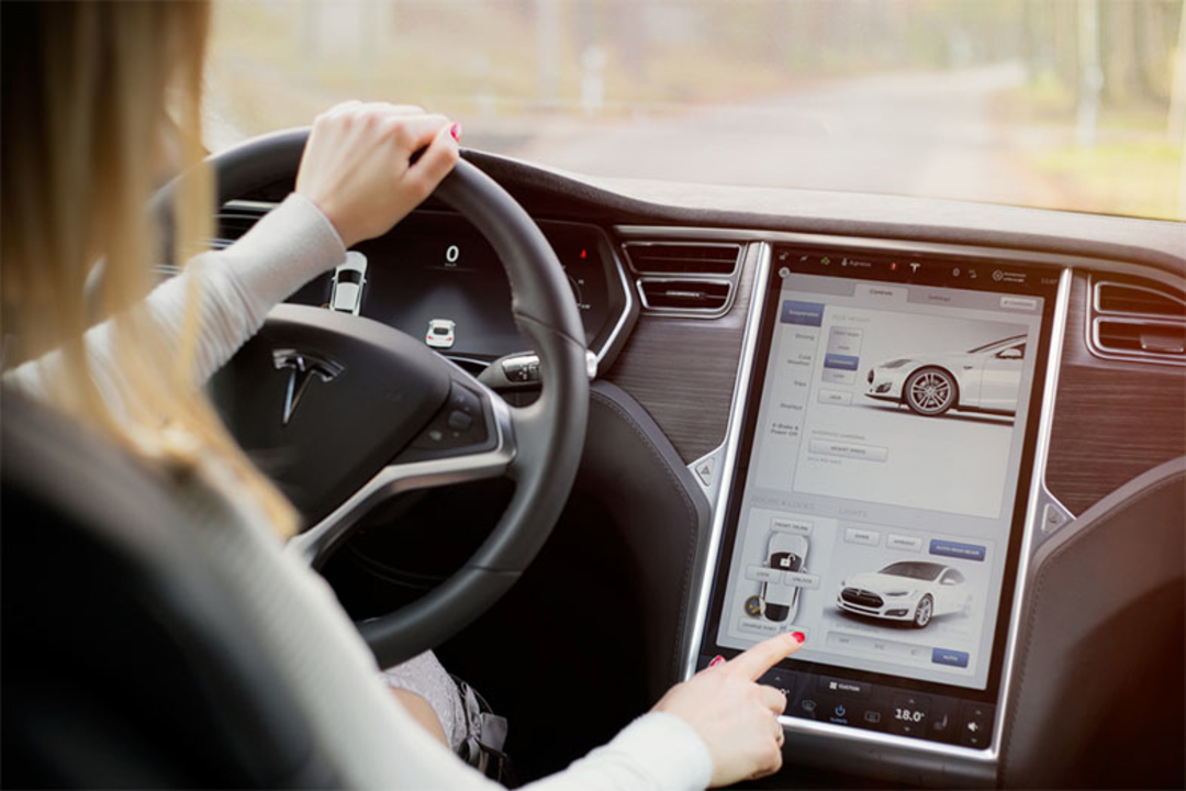 Teslaの電気自動車、「オートパイロット」導入後に事故率が40%減ったことが判明