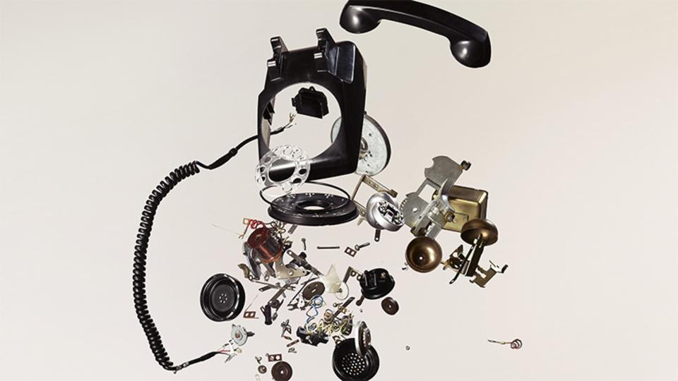 これぞ機械分解の美学。フェチ感たっぷりのガジェット分解フォトアートをご覧あれ