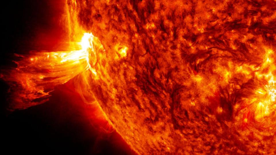 太陽嵐による損失は1日5兆円近くなるという研究。だって停電の経済への影響考えたら…