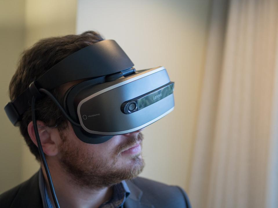 LenovoのVRヘッドセット、Windows Holographicに対応し安価に登場へ