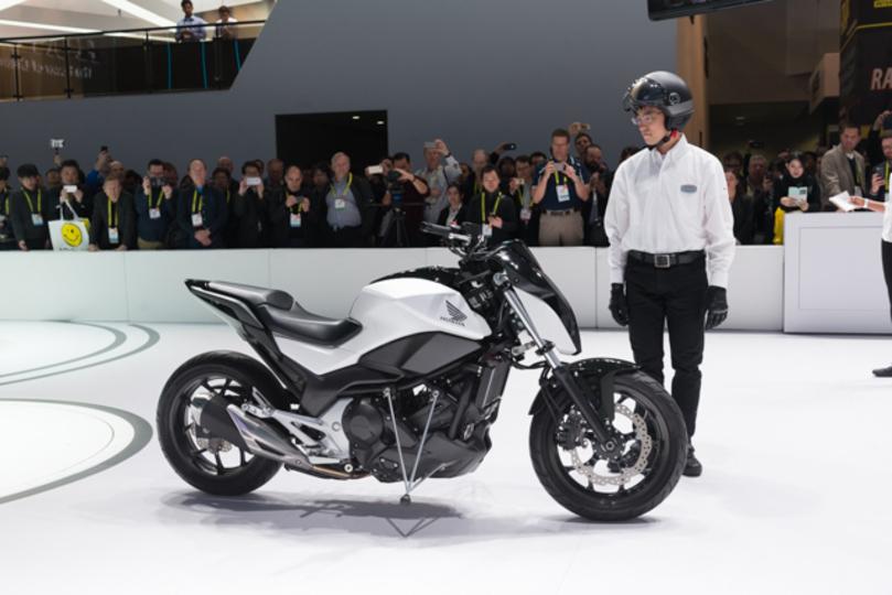 ホンダの倒れない二輪車はまさに革命。その詳細技術に迫る