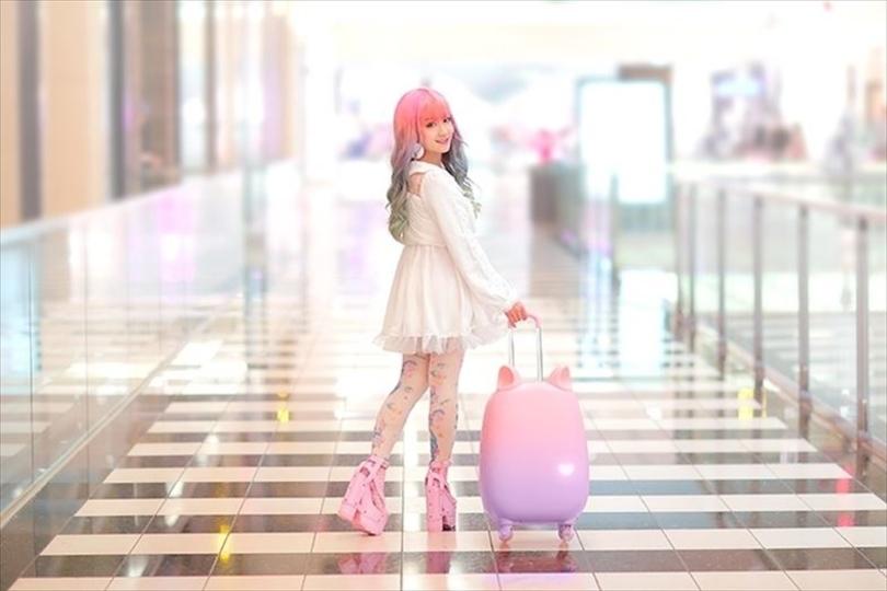 あらKAWAII。動く猫耳つきスーツケース
