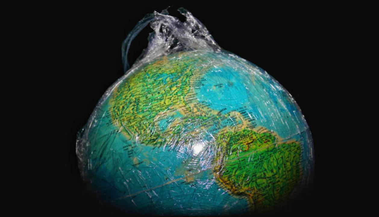 工場もボールペンもゴミの山も。人類が地球上に残してきたもの全ての質量ってどのくらい?