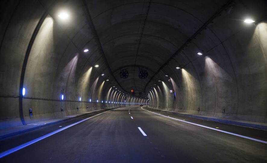 イーロン・マスク、穴を掘る。ロサンゼルスの高速トンネル構想が本当に始動