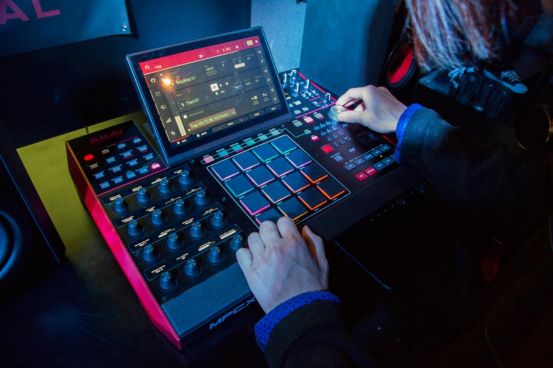 スタンドアローンが音楽制作のスタイルを変える! AKAI Professionalの最新機「MPC Live」、「MPC X」に触れてきた