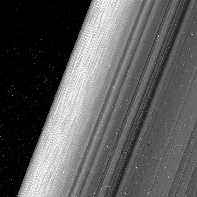 1 NASAが土星の環の超高精細写真を公開! 土星探査機カッシーニは最後のミッションへ