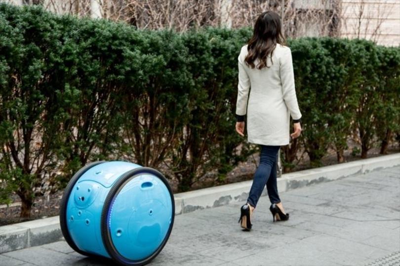 一気にアシスタント感倍増。ベスパ精神あふれるロボットがあなたの荷物を運びます