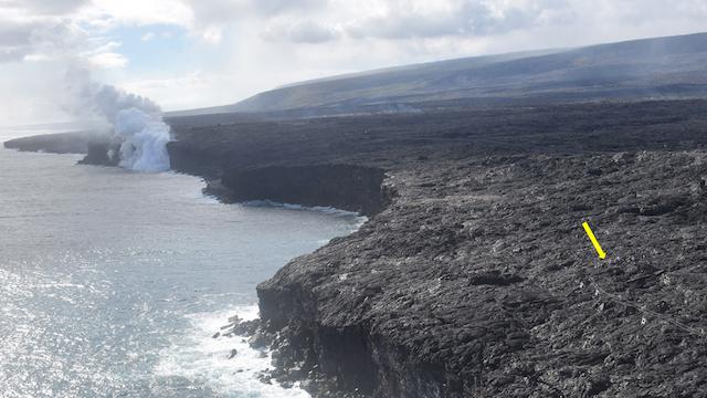 海に流れ込む高温の溶岩が美味しそうなジュースにしか見えない2