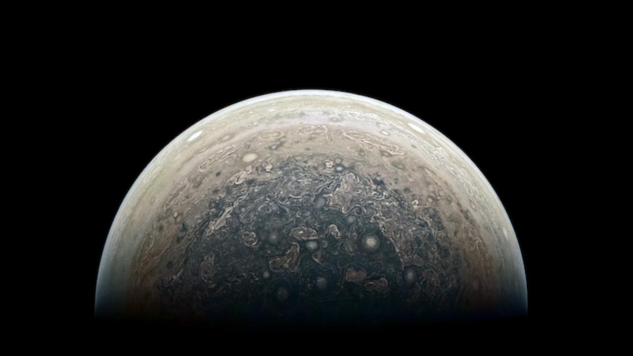禍々しくも美しい 木星の南極をnasaの探査機ジュノーが撮影