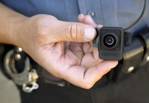 「5,000テラバイトの映像どうするよ…」警官ボディカメラメーカーが、AIの映像解析スタートアップを買収