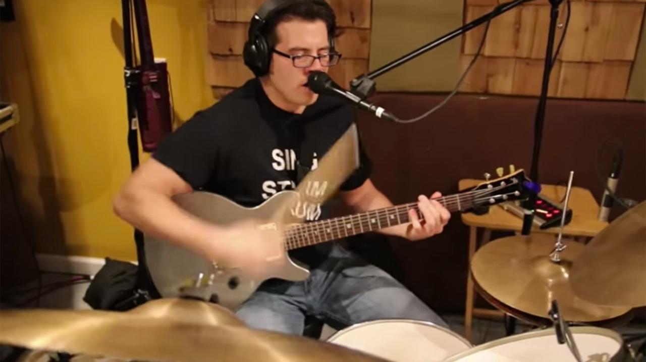 ギターとドラムを両立ッ! DEXが高すぎるワンマンバンド