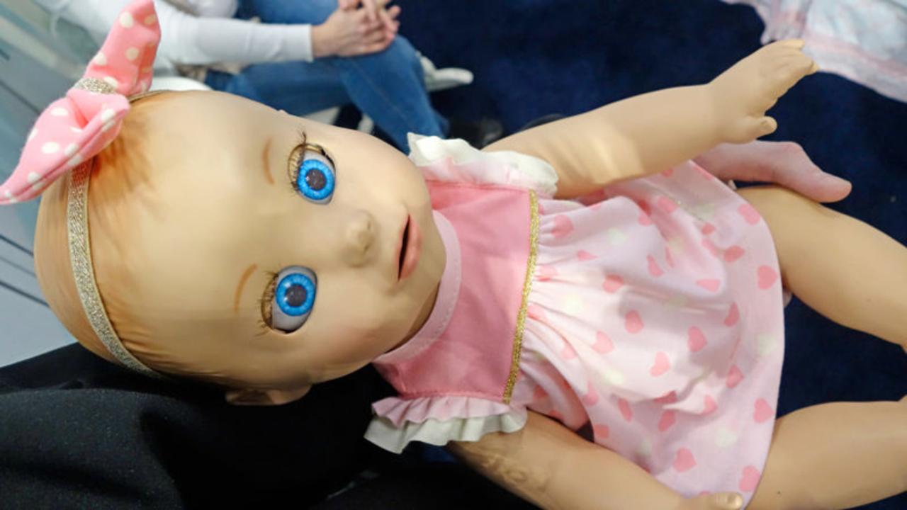 最先端ミルク飲み人形は、ロボット赤ちゃんと呼ぶのがふさわしい