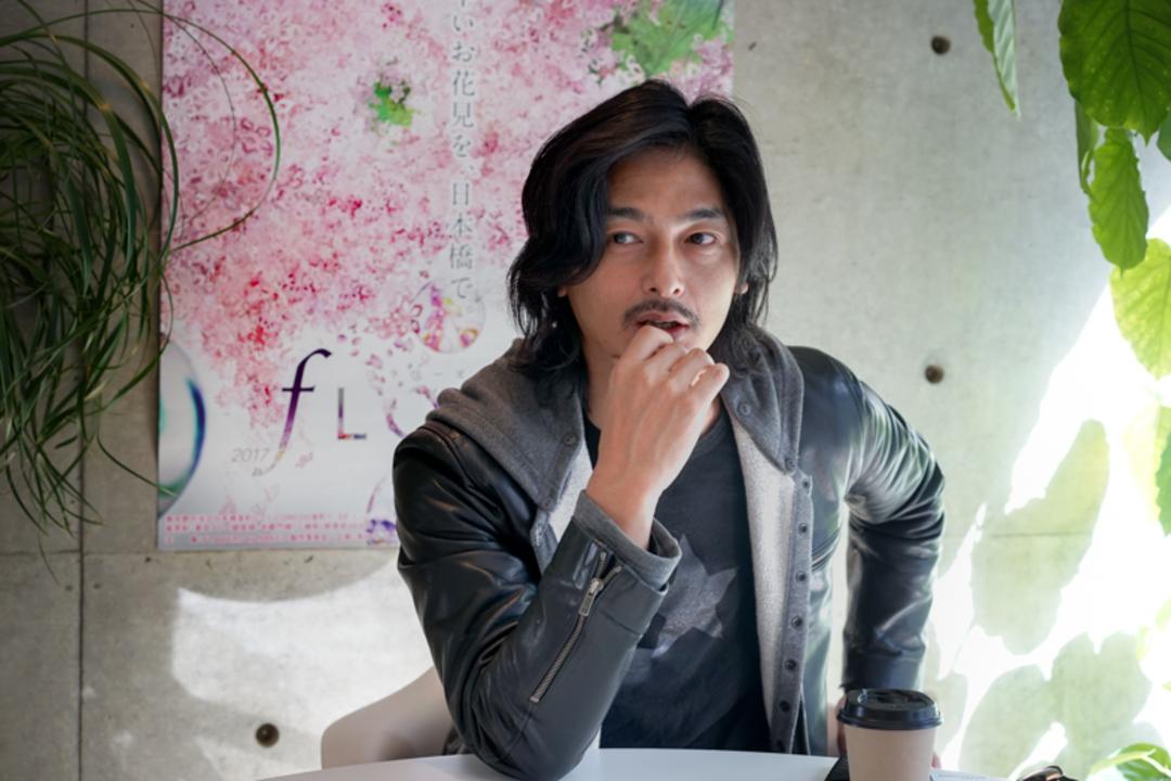 "『FLOWERS by NAKED』村松亮太郎さんインタビュー:""撮ってシェア""する時代、アートは""ネット文化のカオス""とどう付き合うべきか"