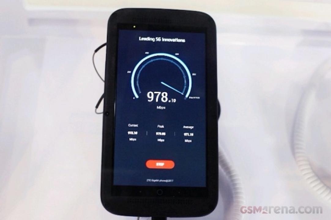 世界初、ZTEが「5G」対応スマホをデモ展示。光回線クラスの最大1Gbps通信
