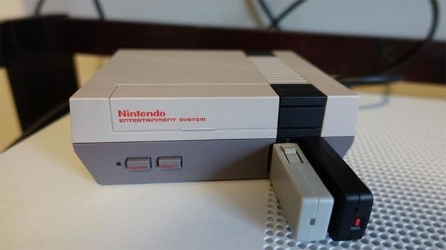 1 復刻版ファミコン用ワイヤレスコントローラー。より優れているのはどっち?