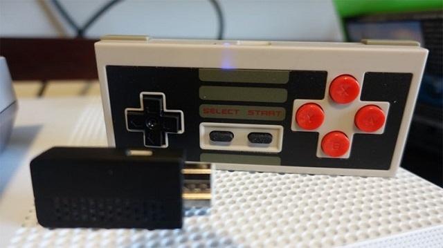 4 復刻版ファミコン用ワイヤレスコントローラー。より優れているのはどっち?