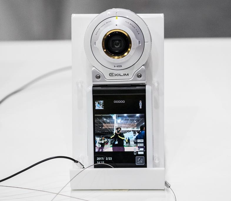 カシオ「EX-FR100L」は華やか背景&美顔・美脚でモテカメラ間違いなし #CPplus その3