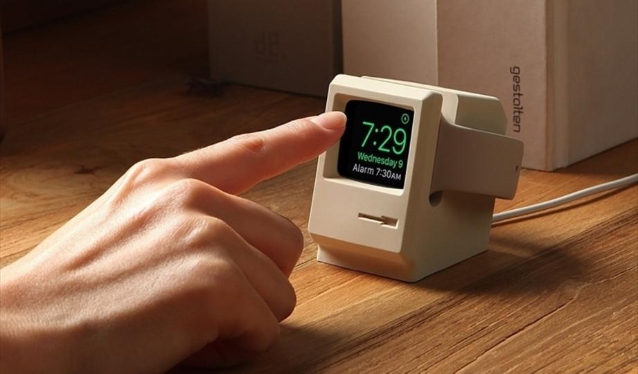 Apple Watchと合体させると初代マッキントッシュ風になる専用充電器「elago W3 STAND」